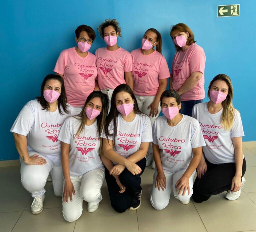 Equipe multiprofissional da UCI - Unidade do Câncer de Itapeva - está vestida de rosa